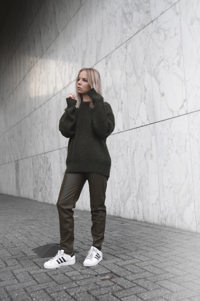 double-military-green-trend_adidas-superstar-outfit_amsterdam-fashion-blogger
