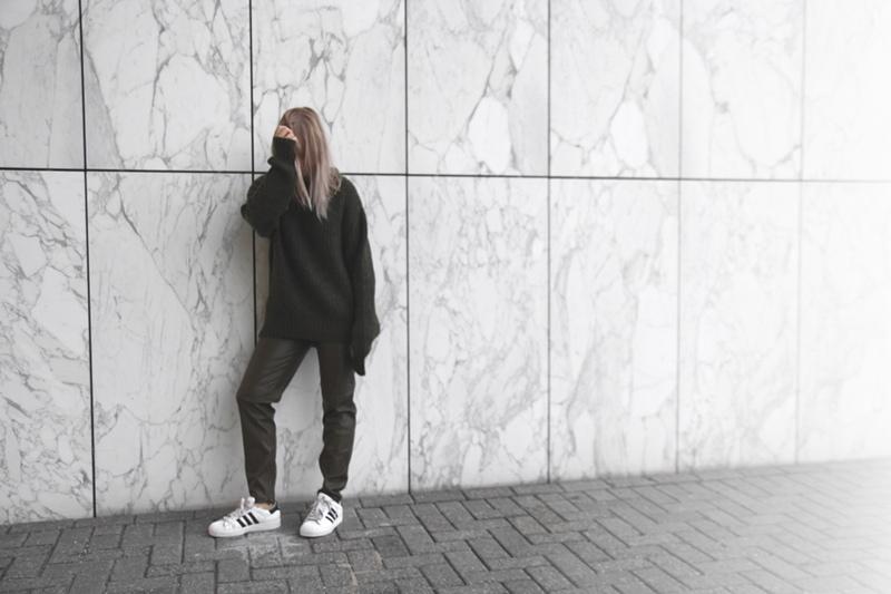 green-knit-sweater_superstar-by-adidas_dutch-fashion-blog