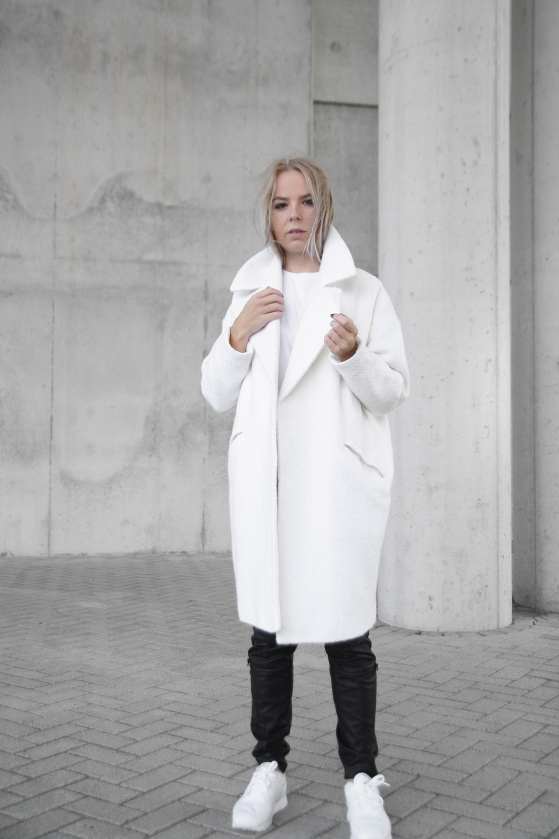 oversized-white-coat-asos_boyfriend-tee_leather-pants-outfit