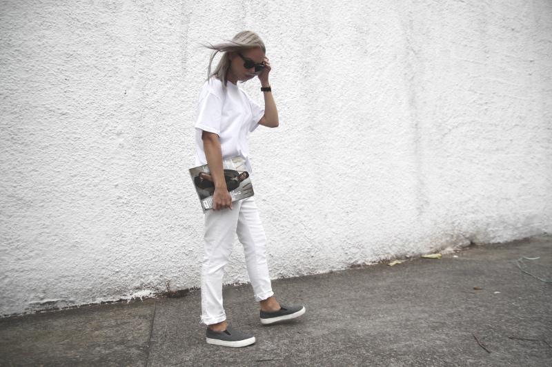 harper-bazaar-brasil_all-white-outfit_grey-felt-slip-ons