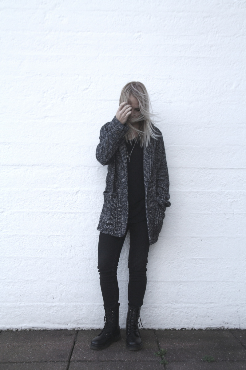 herringbone boyfriend coat necklace layering all black outfit