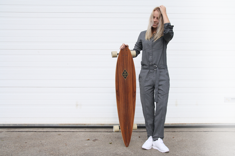 amsterdam fashion blog jumpsuit wooden longboard los angeles