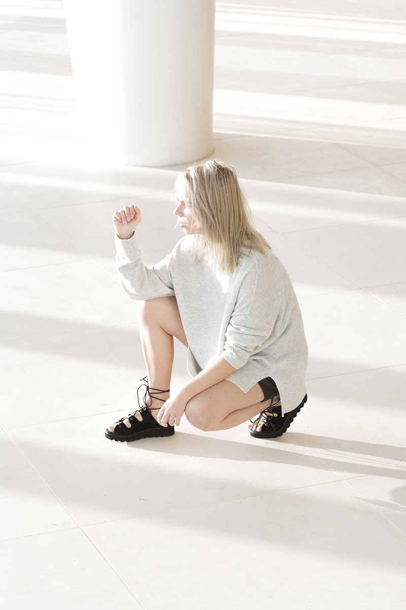 leather-shorts_lace-up-sandals-asos_minimalistic-outfit