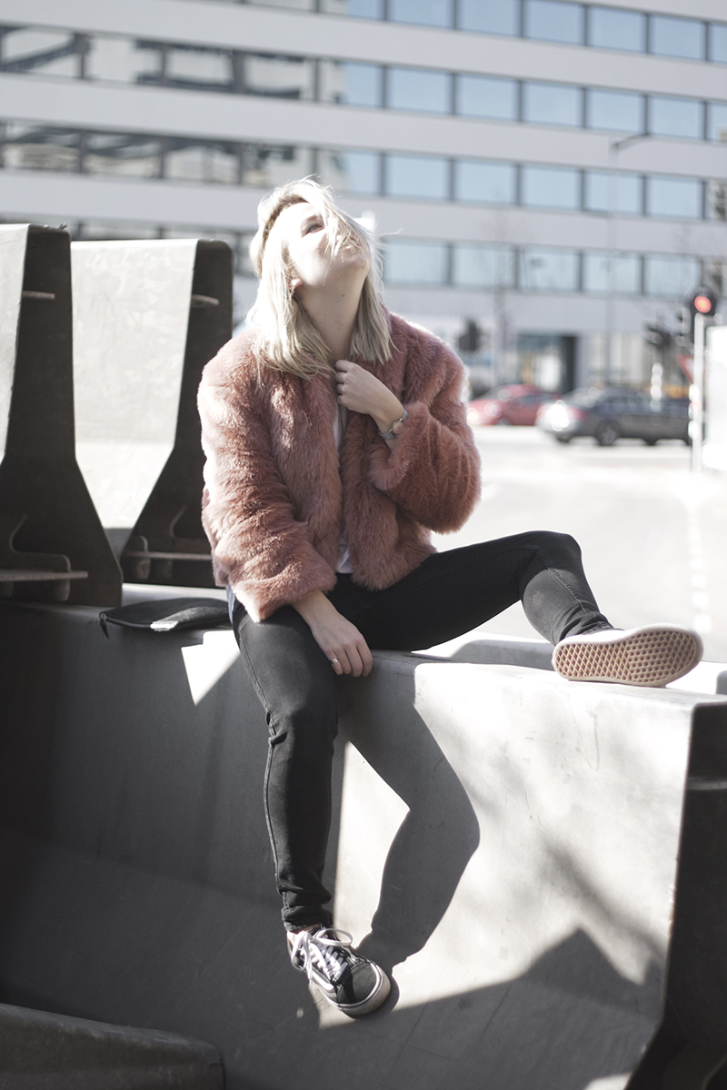 soft-pink-hairy-jacket_street-style-outfit