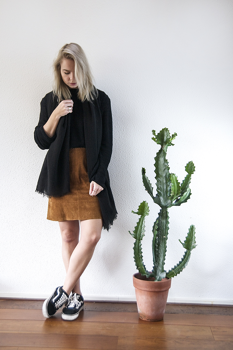suede skirt 70s trend zara cactus interior