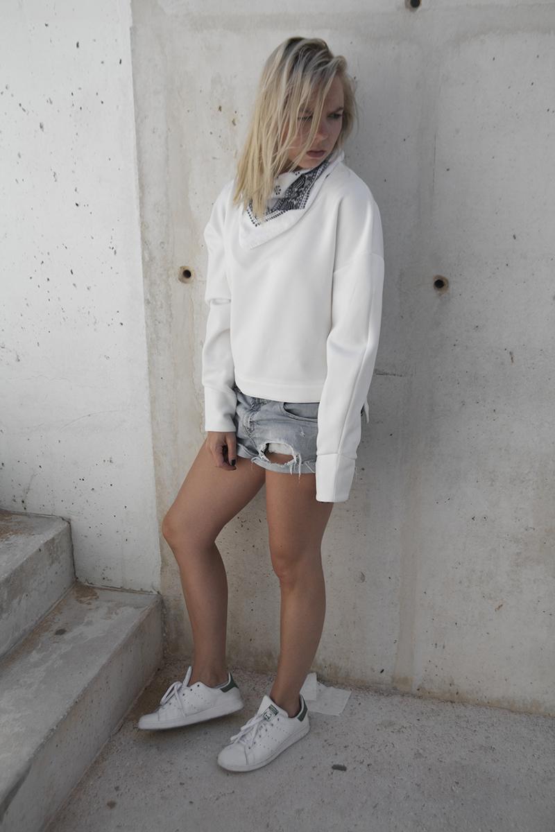 august-street-minimal-sweater_distressed-boyfriend-shorts_stan-smith-fashion-blog-outfit