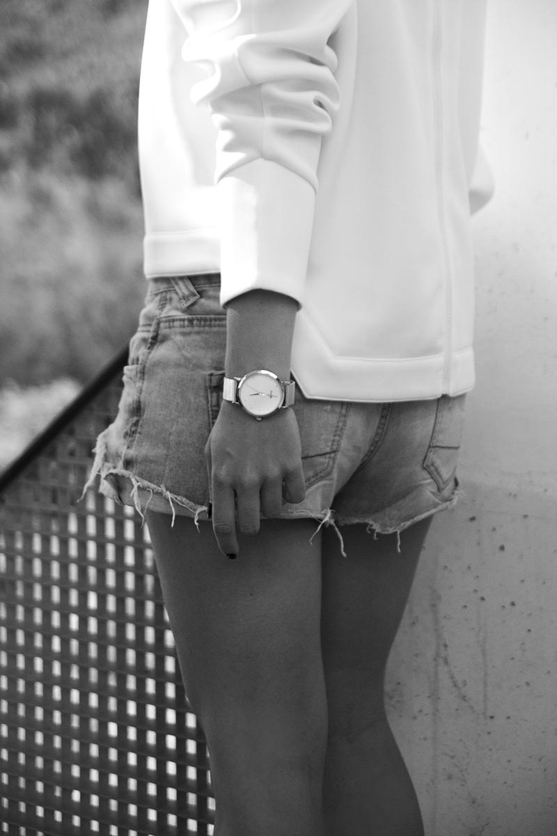 august-street-minimal-sweater_distressed-boyfriend-shorts_stan-smith-fashion-blog-outfit(11)