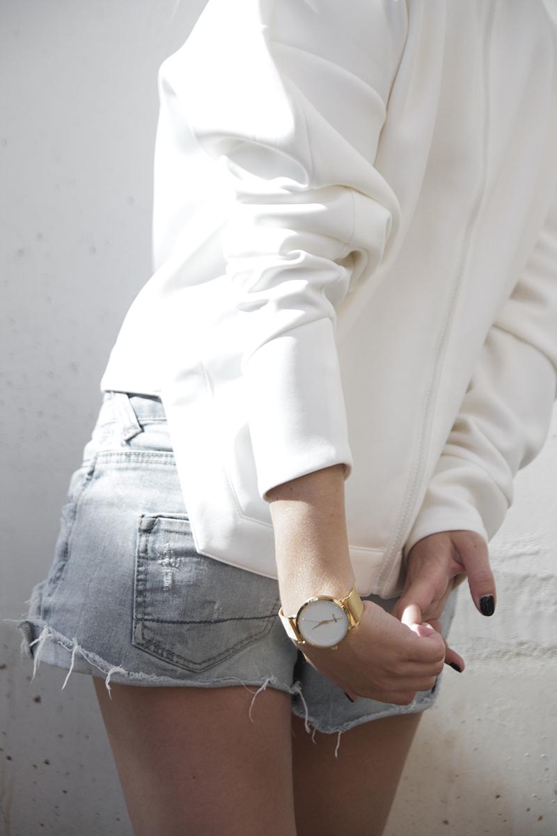 august-street-minimal-sweater_distressed-boyfriend-shorts_stan-smith-fashion-blog-outfit(7)