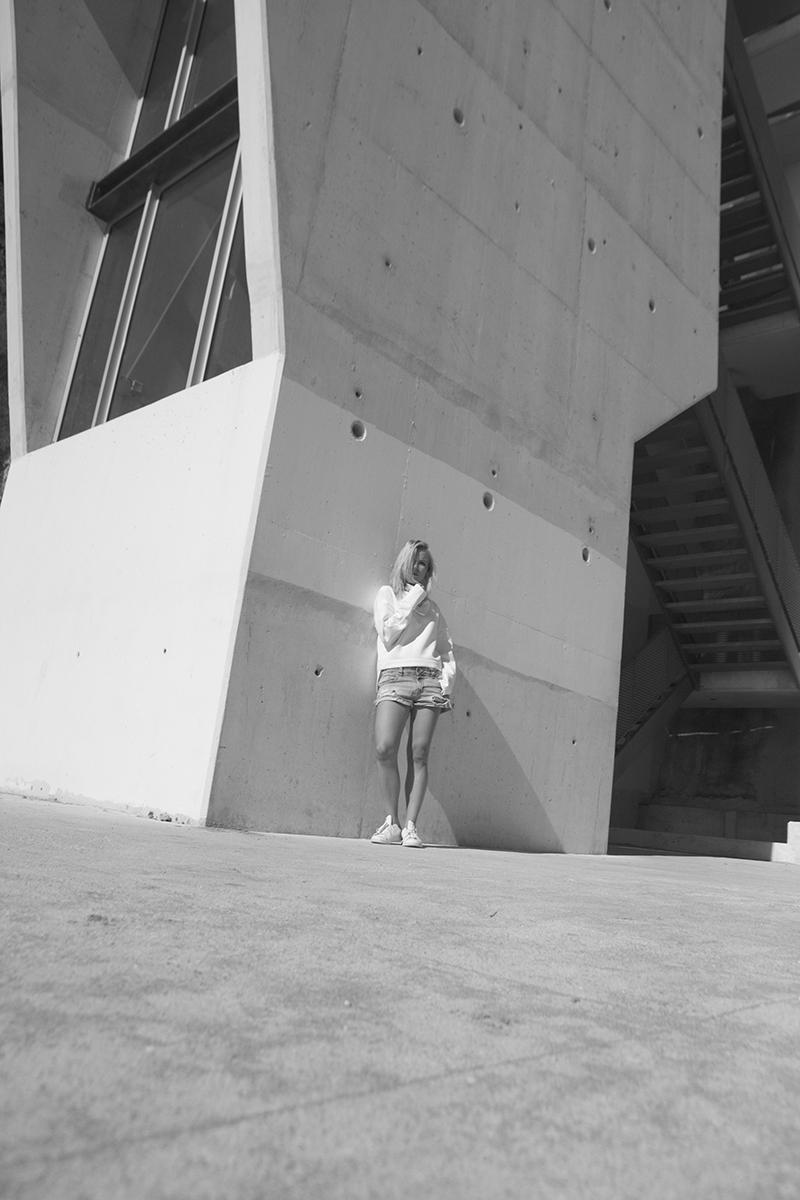 august-street-minimal-sweater_distressed-boyfriend-shorts_stan-smith-fashion-blog-outfit(9)
