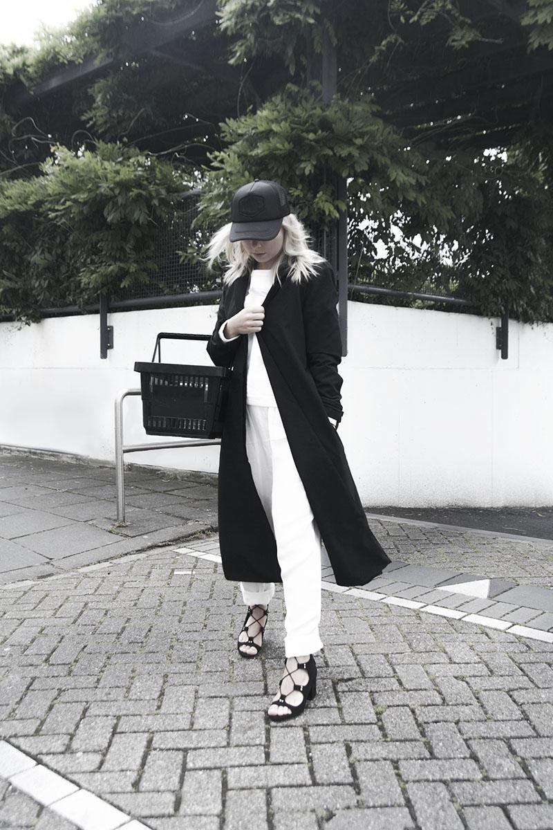 deus-cap_gladiator-heels_august-street-pants_frisur-coat