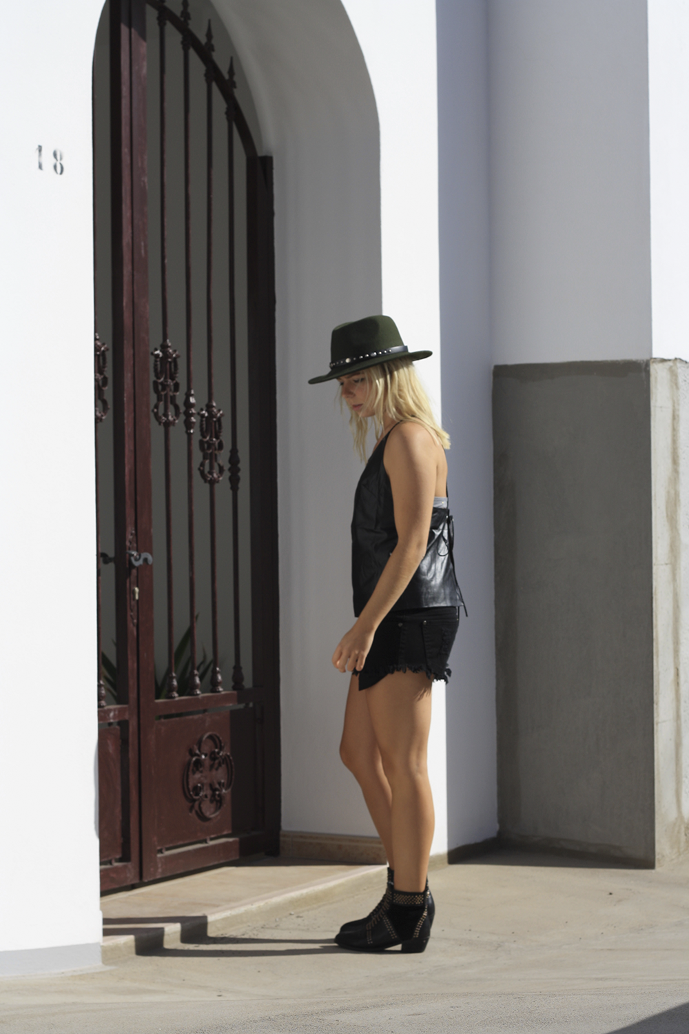 all-black-fashion-blog_hyphen-the-label-leather-top_stud-boots_green-fedora_boho-look