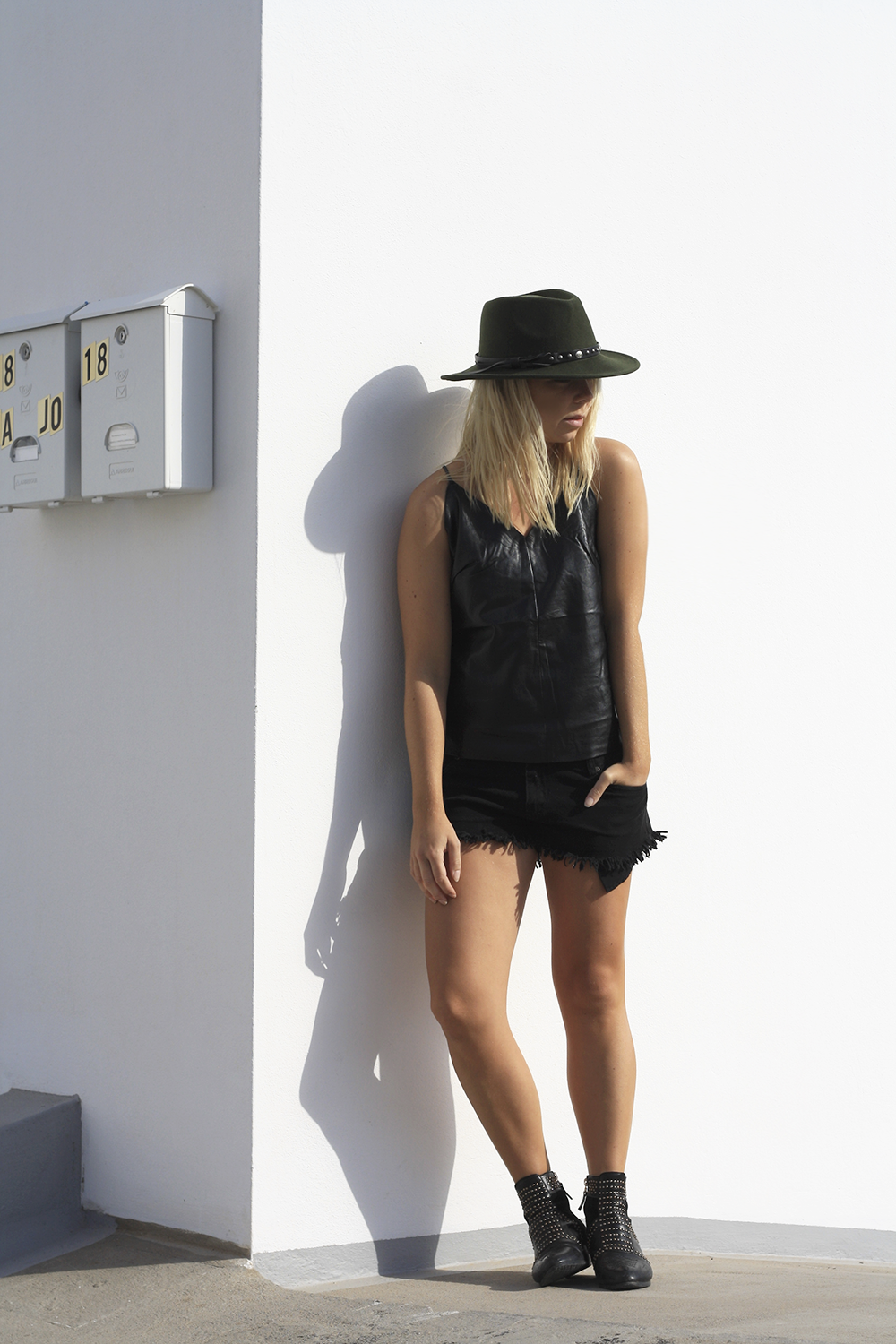 all-black-fashion-blog_hyphen-the-label-leather-top_stud-boots_green-fedora_boho-look(2)