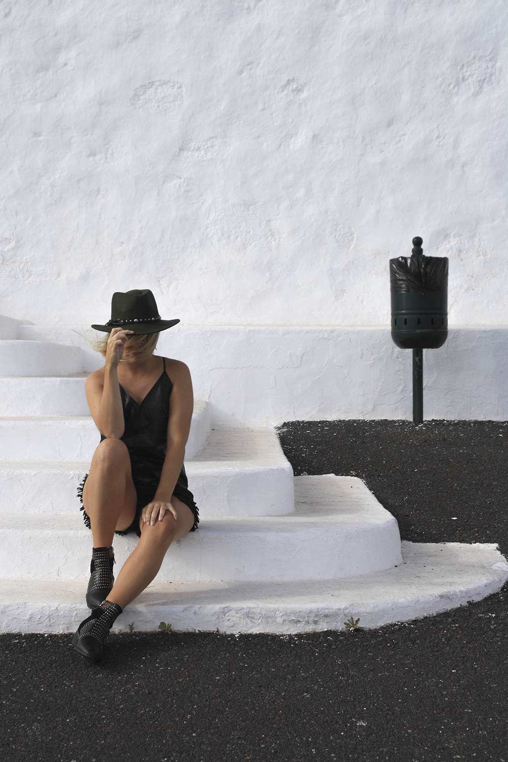 all-black-fashion-blog_hyphen-the-label-leather-top_stud-boots_green-fedora_boho-look(6)