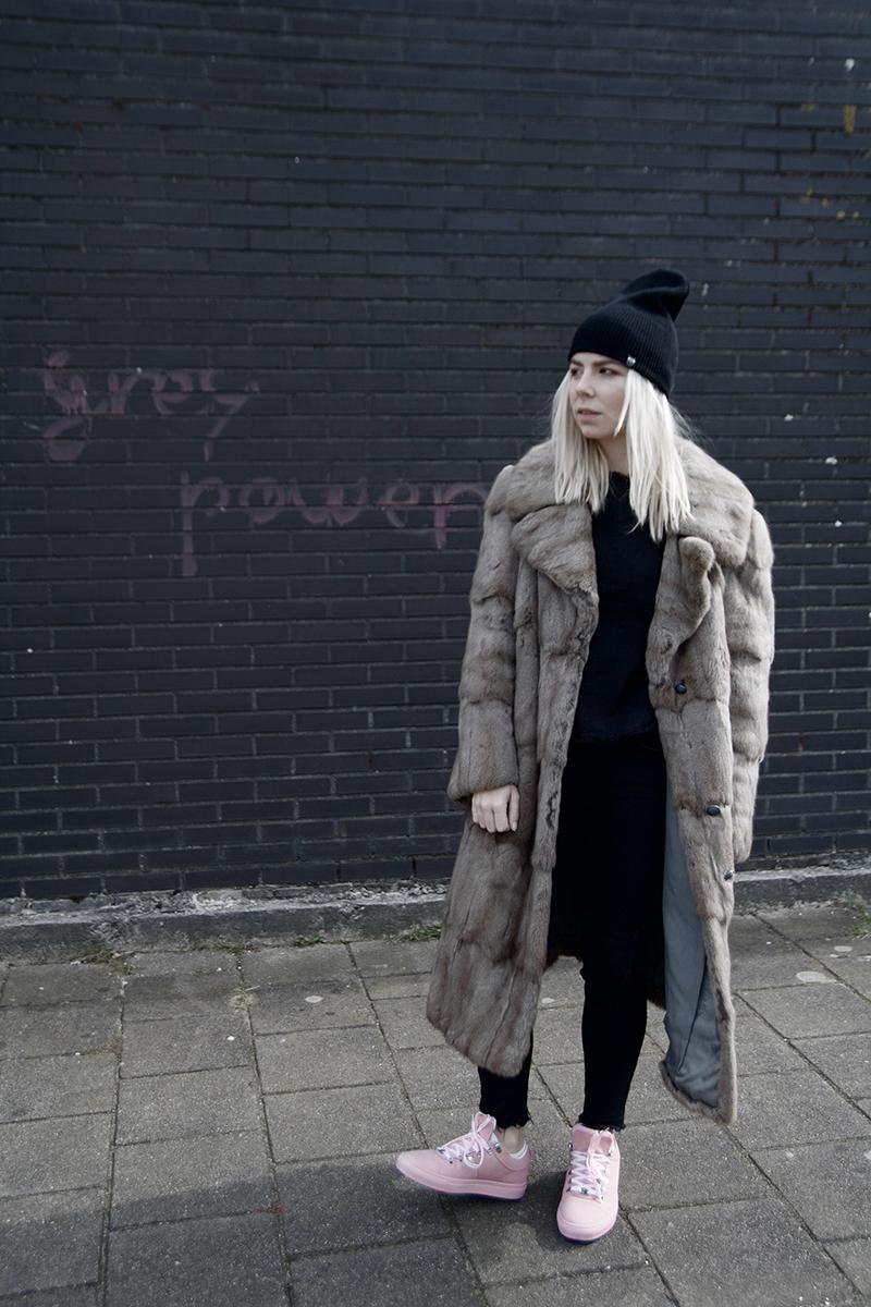 nubikk-pink-sneakers_vintage-fur-coat_amsterdam-street-style
