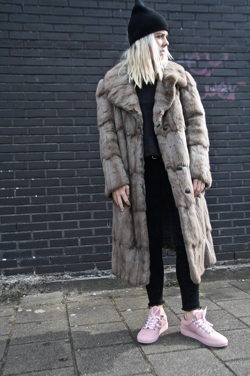 nubikk-pink-sneakers_vintage-fur-coat_amsterdam-street-style(2)